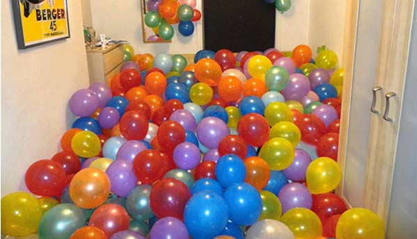 Balloon Blast! Box fill with balloons